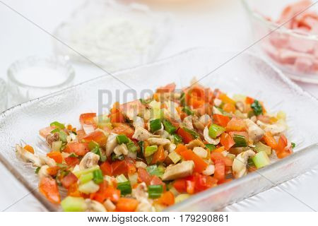 Omelet preparation : Freshly sauteed colorful vegetables
