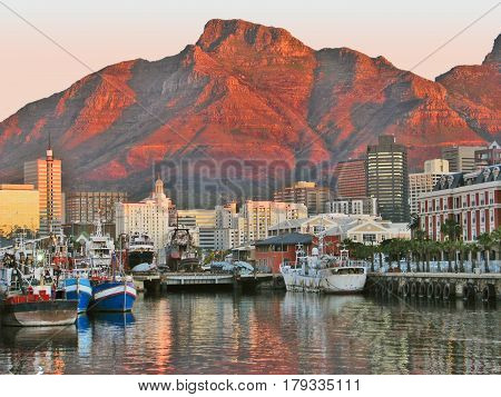 VICTORIA AND ALFRED WATERFRONT, CAPE TOWN SOUTH AFRICA 12xdf