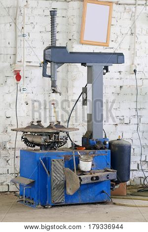 The image of tire replacement machine