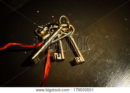keys and keys chain with red string