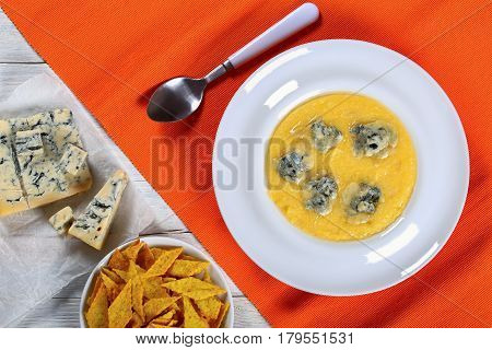 Polenta Iwith Cheese And Cornmeal Crackers