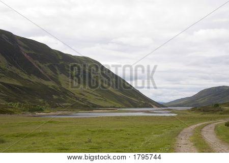 Loch Garry 1