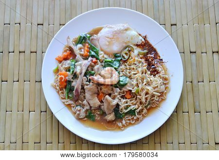instant noodle dressing seafood gravy sauce and egg on dish