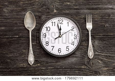 Clock with fork and spoon.Top view. Time to eat.
