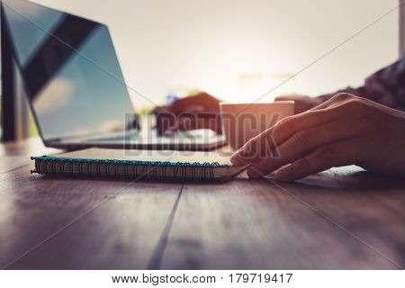 Daily Journaling with using to advantages internet technology of in doing business resulting in improved performance. Focus to daily planner book.