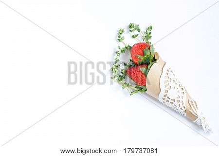 Elegant cone with fresh strawberries and thyme. Original gift for birthday, anniversary, Valentine's Day, Mother's Day. Served on Valentine's Day, Women's Day, Mother's Day