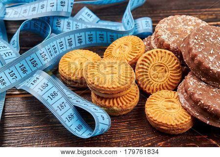 Cookies and measuring tape. Quit bad habits.