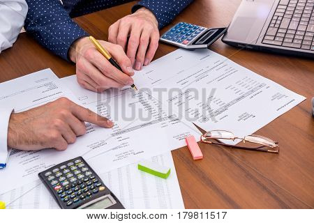 The Team Analyzes The Business Expenses Of The Annual Budget.