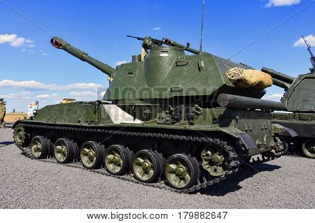 """Self-propelled howitzer 2C3 """"Acacia"""" Kadamovsky polygon Russia September 9 2016. Forum """"Army-2016"""". Entry and shooting free."""