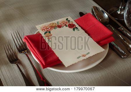 Elegant Wedding Reception Catering, Luxury Table Arrangement - Floral Greeting Card On Red Napkin Ne