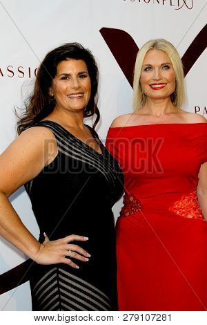 Kristy Bromberg and Tosca Musk attendsthe