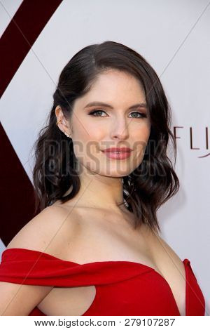 Olivia Applegate attends the premiere for
