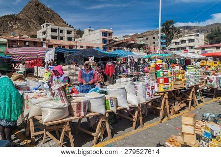 Zumbahua, Ecuador - July 4, 2015: View Of A Traditional Saturday Market In A Remote Village Zumbahua