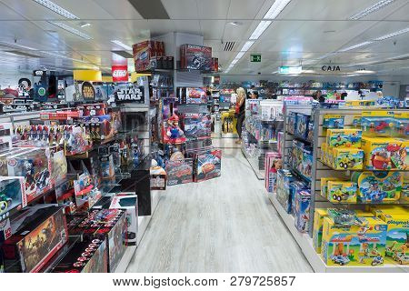 Barcelona, Spain - August 17, 2017: Barcelona Is The Tourist Center Of Europe. The Largest Shopping
