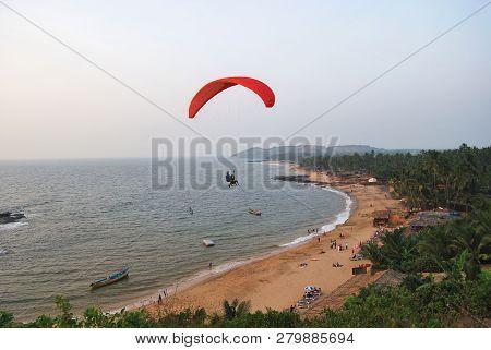 Anjuna Beach, Goa, India, December 2008, Tourist Perform Paragliding Activity