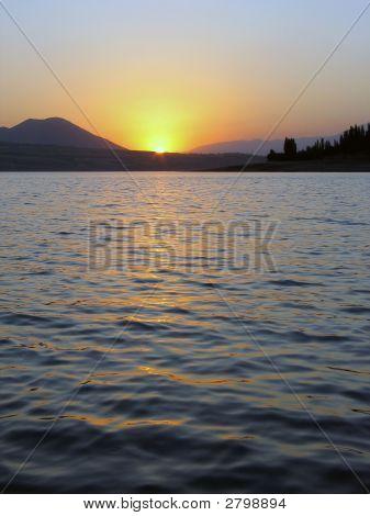 Sonnenuntergang in der Nähe von Lake