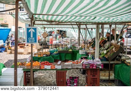 Richmond, North Yorkshire, Uk - August 1, 2020: One Way Sign At Quiet Fruit And Veg Outdoor Market S