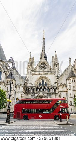 Tjune 2020. London.he Royal Courts Of Justice In Holborn, London, Uk, Europe