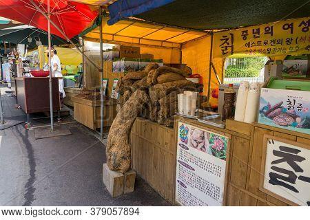 Busan, South Korea - July 20, 2017 : Traditional Herbal Drink Shop At Haedong Yonggungsa Temple  In