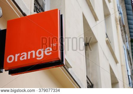 Bordeaux , Aquitaine / France - 07 28 2020 : Orange Logo And Text Sign On Shop French Multinational