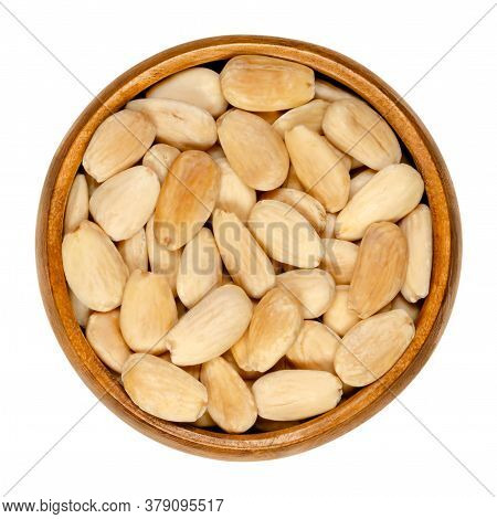 Blanched And Roasted Almonds In A Wooden Bowl. Whole Seeds, Skinned And Roasted, Ready To Eat As Sna