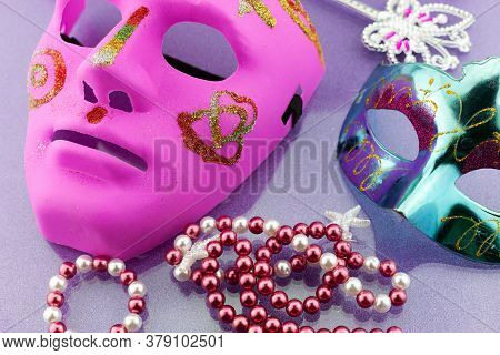 A Festive,beautiful Mardi Gras Or Carnival Mask On Beautiful Colorful Paper Background