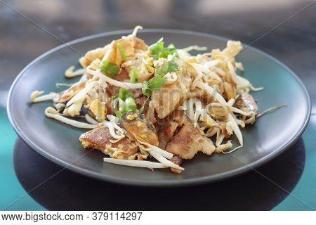 Crisp Fried Mussel Pancakes Or Mussel Omelette In Black Plate On Table Background, Thailand Call Hoi