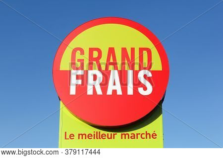 Chatenoy, France - July 5, 2020: Grand Frais Supermarket Logo On A Signboard. Grand Frais Is A Frenc