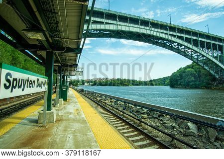 Bronx, Ny / Usa - 8/1/2020: A Landscape View Of The Metronorth Spuyten Duyvil Train Station,  Henry