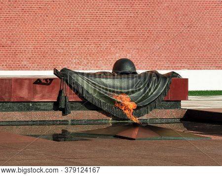 Moscow, Russia - 07 28 2020: Eternal Flame At The Tomb Of The Unknown Soldier In The Alexander Garde
