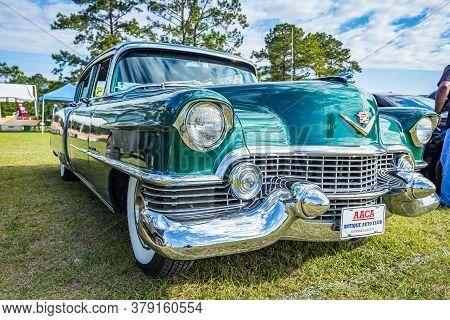 Savannah, Ga / Usa - April 21, 2018: 1954 Cadillac Fleetwood Sixty Special At A Car Show In Savannah