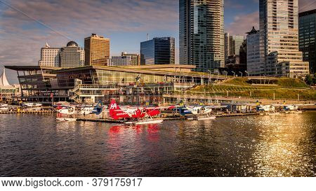 Vancouver, British Columbia/canada - July 11, 2019: Sunset Over The Float Plane Terminal At The Shor