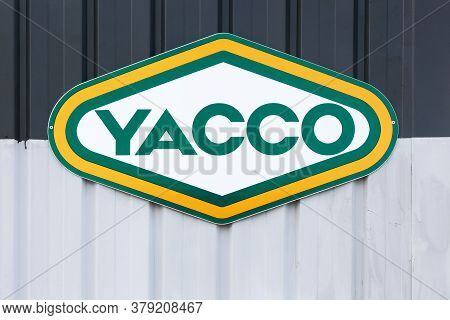 La Chapelle-de-guinchay, France - July 5, 2020: Yacco Logo On A Wall. Yacco Is A French Company That