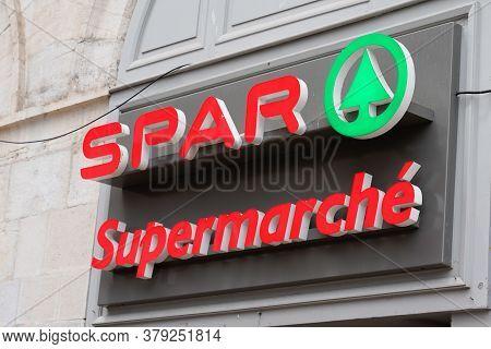 Bordeaux , Aquitaine / France - 07 28 2020 : Spar Sign Logo Of Store Supermarket In Town Center