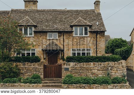 Broadway, Uk - July 07, 2020: Traditional Limestone House In Broadway, A Large Historic Village With