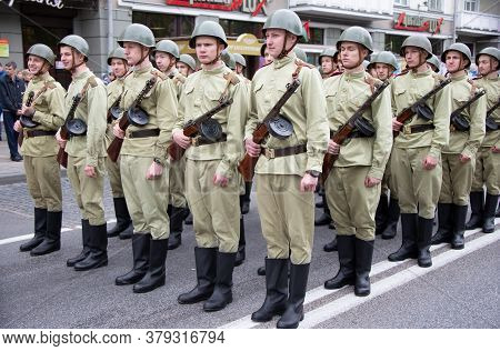 Belarus, The City Of Gomel, May 9, 2019. Holiday Victory Day.build Soldiers In The Form Of World War