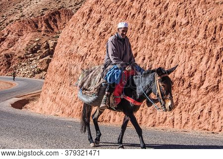 Ouarzazate, Morocco - Oct 21, 2019: People On The Roads Through The High Atlas Mountain Range Betwee