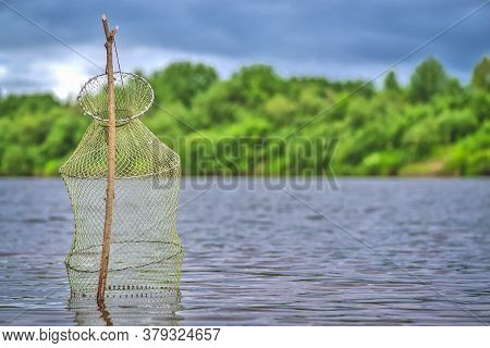 Fishing Pond - A Fish Trap , A Device For Storing Caught Fish While Fishing .