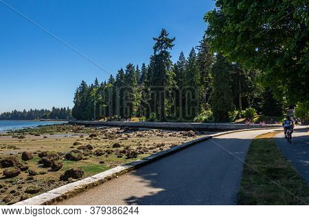 Vancouver, Canada - July 27th 2017: The Sea Wall In Stanley Park On A Summers Day At Low Tide In Coa