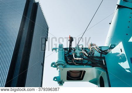 Hydrostatic Crane Engine.the Control System Of The Crane Engine.lifting Hydraulic Department On The