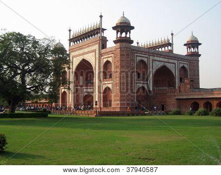 Darwaza-i-rauza (Taj Mahal entrance)