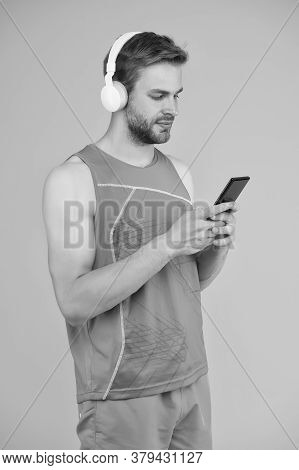 Repeat After Video. Athletic Man Listen Music Smartphone. Workout Playlist. Sport And Fitness. Healt