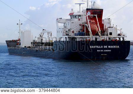 Salvador, Bahia / Brazil - November 3, 2014: Ship Is Seen In The Waters Of Baia De Todos Os Santos,