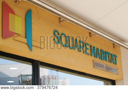 Bordeaux , Aquitaine / France - 07 30 2020 : Square Habitat Text And Sign Logo On Real Estate Of Cre