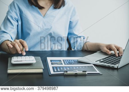 Young Women Do Income And Expense Accounting. In Order To Control Unnecessary Expenses.