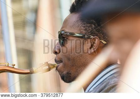 New Orleans - 04/15/2018 : Jazz Man Playing Sax During Exhibition In Bourbon Street, For The Jazz Fe