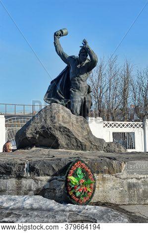 Murmansk, Russia - 01.04.2016: Monument To Anatoly Bredov