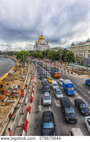 Moscow, Russia - 22.06.2017: Evening Traffic Jam On One Of The Embankment Of The Moskva River Near T