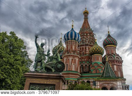 Russia, Moscow 22,06,2017 Monument To Minin And Pozharsky By The St Basil's Cathedral In Moscow, Rus