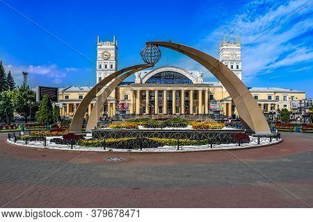 Kharkiv, Ukraine - July 20, 2020: Pryvokzalna Square And Kharkiv-passenger Station. Colorful Flower